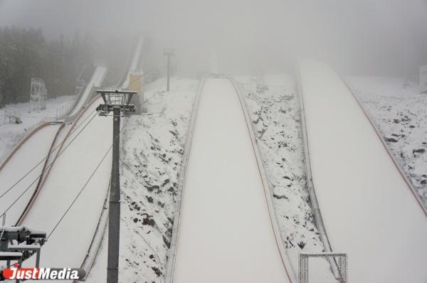 Сегодня гора Долгая заснежилась сама собой, спортсмены требуют запустить трамплины как можно скорее.