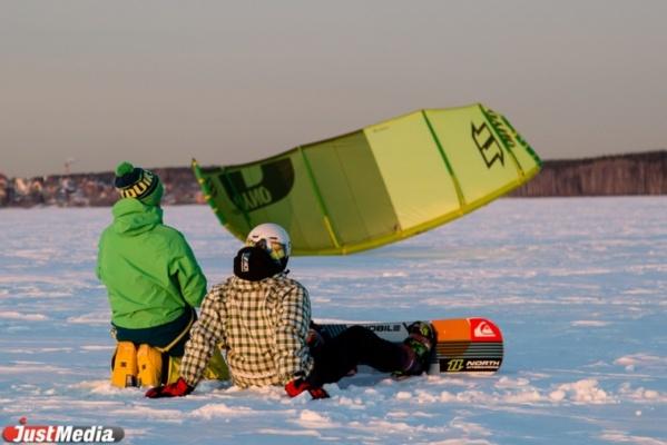 Снег, сноуборд… и парашют. Корреспондент JusMedia.ru опробовал себя в экзотическом виде спорта - сноукайте