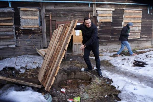 Замерзал, вдыхал смрад и усмирял алкашей. Депутат Ионин возвращается в Екатеринбург после трех дней жизни в бараке. ИНТЕРВЬЮ
