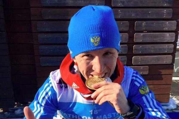Не ест мясо и тренируется пять раз в неделю. Бизнесмен из Екатеринбурга стал лучшим биатлонистом мира среди ветеранов
