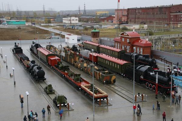 На 9 мая УГМК подарила Верхней Пышме уникальную железнодорожную экспозицию с настоящими поездами военных лет