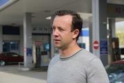 Вдыхали запах бензина и гремели канистрами. Депутат Коробейников в компании общественников и журналистов отправился в рейд по автозаправкам