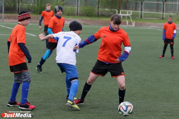 «Бегает быстрее многих мальчишек». Футболистка из нижнесергинского детского дома выступила на спартакиаде в Верхней Пышме