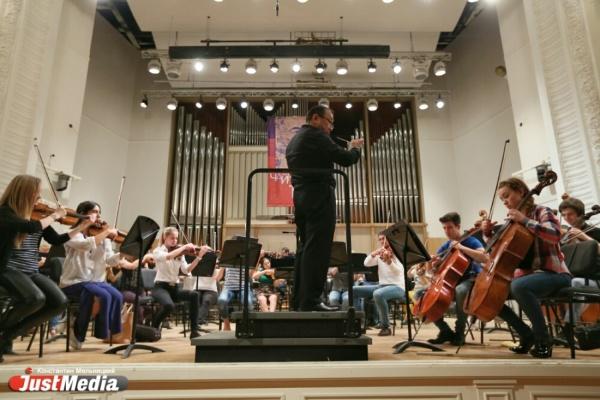 «Создать оркестр за шесть дней невозможно, но им это удалось». Музыканты из разных стан мира открыли фестиваль Чайковского в Свердловской филармонии