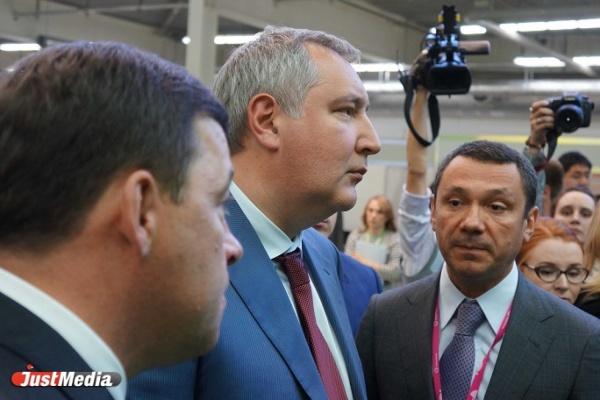 Китайские «ласточки», самолет Козицына и бульдозер Сиенко. Что Куйвашев показал Рогозину на ИННОПРОМе. ФОТО