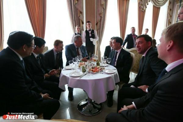 Танцы из Поднебесной, шампанское и никаких санкций. В Екатеринбурге торжественно открыли ИННОПРОМ