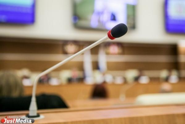 «У кого-то болит голова оттого, что в Екатеринбурге есть глава». Депутаты ЗакСО поддрежали «глупую идею» областных властей