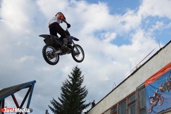 На Урале такого еще никто не делал. Мотофристайлеры готовятся к прыжкам между этажами «Гринвича»