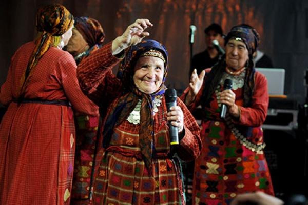 Бабушки с еврохитом, признанный белый музыкант и исполнители из 1990-х. Какие «звезды» развлекали свердловчан в дни города
