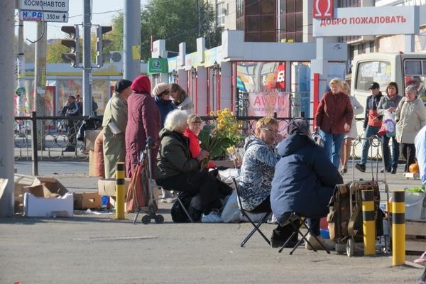 «Крыша была всегда!». JustMedia.ru выяснил, по каким правилам живет нелегальная уличная торговля в Екатеринбурге