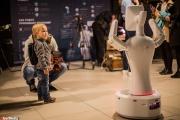 Робот, который шутит про Екатеринбург и читает Шекспира. В столице Урала стартовал слет человекоподобных машин