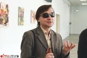 «К этому невозможно привыкнуть». Искусствовед из Екатеринбурга потерял зрение, но продолжает учить студентов и даже рисует картины