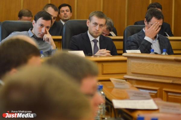 Мэрия снова продемонстрировала контроль над думой: прогубернаторским депутатам не дают снять Якоба