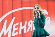 Юлия Ковальчук дала благотворительный концерт в «Меге»