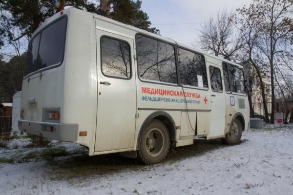 «Прийти с простудой, уйти с бронхитом». Жители Малого Истока отказываются замерзать в мобильном ФАПе Куйвашева
