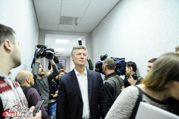 «Вы не думаете, что дискредитировали себя и власть?» Пономарев осудил Ройзмана за бездействие