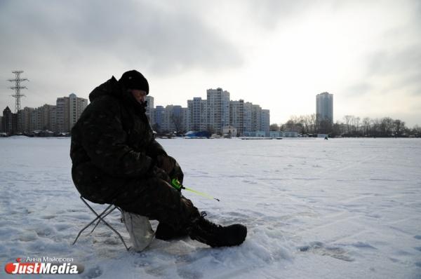 «Проваливаются те, кто торопятся». JustMedia в компании спасателей провел рейд по излюбленным местам екатеринбургских рыбаков