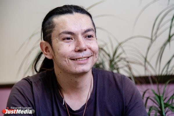 Байкал подарил музыкальный стиль, а Хакасия — жену. В Екатеринбурге побывал уникальный музыкант-горловик из Колумбии. СПЕЦПРОЕКТ