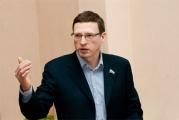 «Тандем слабого губернатора и кандидата в депутаты вполне логичен». Политологи обсуждают внезапный наезд Буркова на Медведева