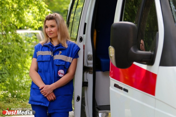 «Это маленькая больница на колесах». Скорой помощи Екатеринбурга подарили десять новых машин