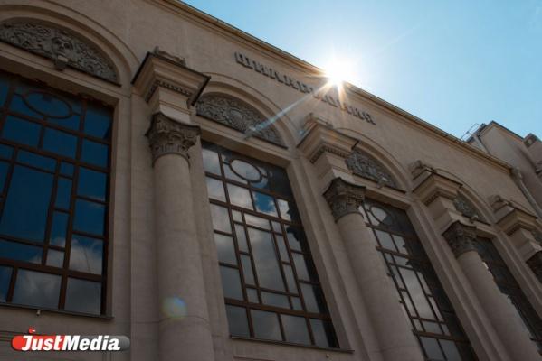 Первая смотровая площадка в городе и вентиляционная система по опыту Лувра. В свой юбилей Свердловская филармония провела необычную экскурсию
