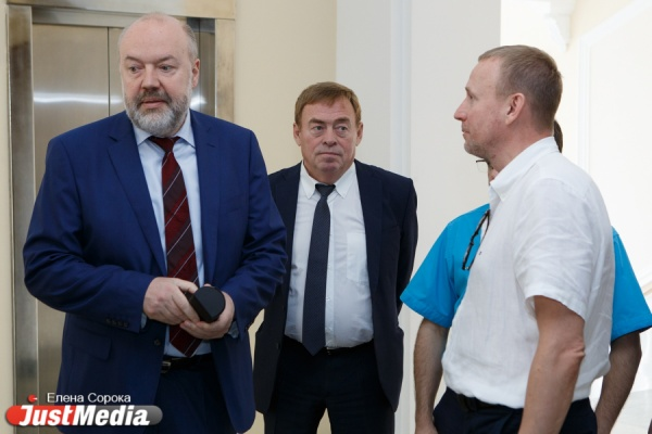 Свердловские депутаты попросили Крашенинникова пролоббировать строительство метро в Екатеринбурге и защитить застройщиков от дольщиков. ФОТО