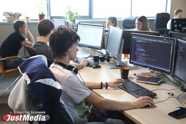 «В таком офисе можно не только работать, но и жить». Крупнейшая IT-компания презентовала новое здание на Широкой Речке