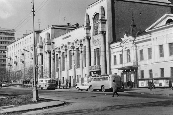 Здание Свердловской филармонии, конец 1960-х годов.