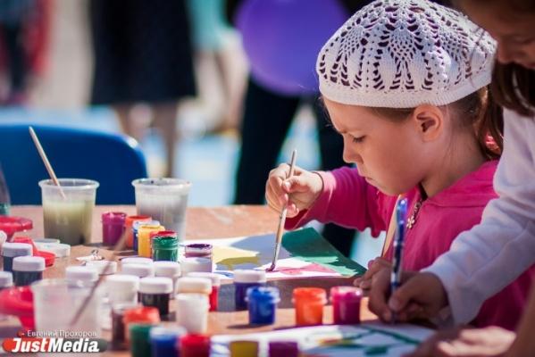 «Я — художник, я так вижу». Известные жительницы Екатеринбурга глазами своих детей. СПЕЦПРОЕКТ