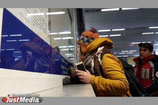 Языковой тупик! Билетные кассиры на вокзалах Екатеринбурга при встрече с иностранцем пускают в ход жесты и записки. ВИДЕО