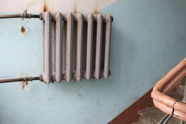 Дырявые окна и несуществующий подвал. Жители дома на Сакко и Ванцетти возмущены ужасным капремонтом за 7,5 млн. ФОТО
