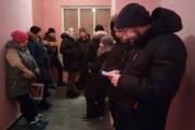 В Екатеринбурге родители первоклашек с ночи штурмуют школы и сайт госуслуг