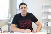 Первый в Екатеринбурге мужчина-маникюрист: «Главный минус в работе — никогда не могу попробовать на себе цветной лак». ИНТЕРВЬЮ