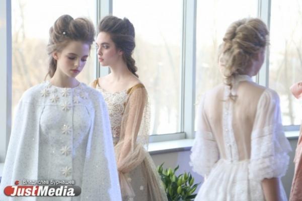 «Отшибленность дизайнеров, страшненькие модели и стоячие места для VIPов». Весенняя «Неделя моды» в Екатеринбурге глазами зрителей