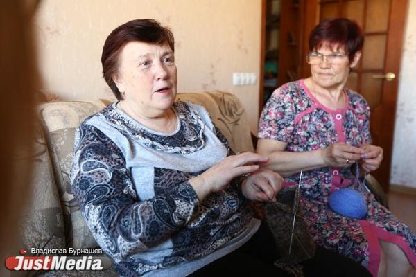 Вязали, чтобы прокормиться, а теперь, вдохновляясь Gucci, одевают хипстеров. Бабушки со спицами запустили на Урале новый бренд. СПЕЦПРОЕКТ