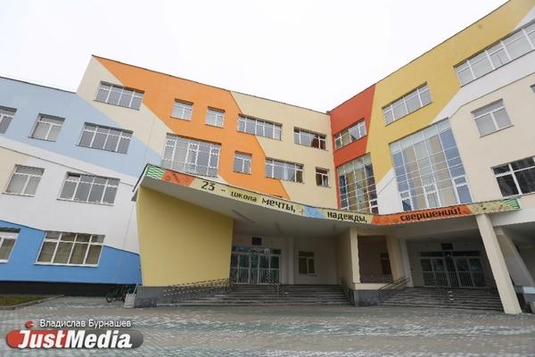 Бассейн, тренажерный зал и лифты. JustMedia побывал в самой большой школе на Урале