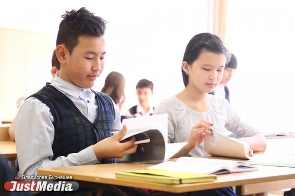«В этом учебном году мы ввели русский язык как иностранный». Как общеобразовательная школа на Сортировке превратилась в школу для детей мигрантов. ФОТО