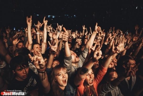 Девчонки в бикини и рокеры в компании таджиков организуют самую жаркую ночь в Екатеринбурге. Путеводитель по Ural Music Night