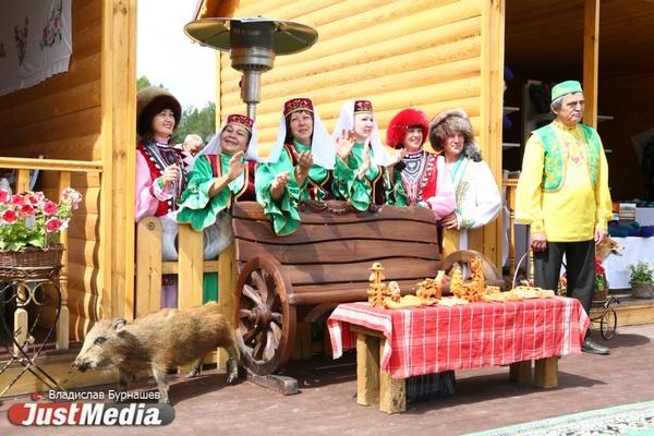 Пляски в подворьях, битвы за барана и чак-чак. В Свердловской области «ут курше» отпраздновали Сабантуй. ФОТОРЕПОРТАЖ