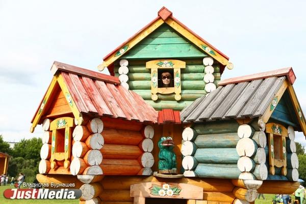 Дом медведя, дворец Хозяйки Медной горы и башня Рапунцель. Смотрим с JustMedia новинки в Парке Сказов. ФОТО