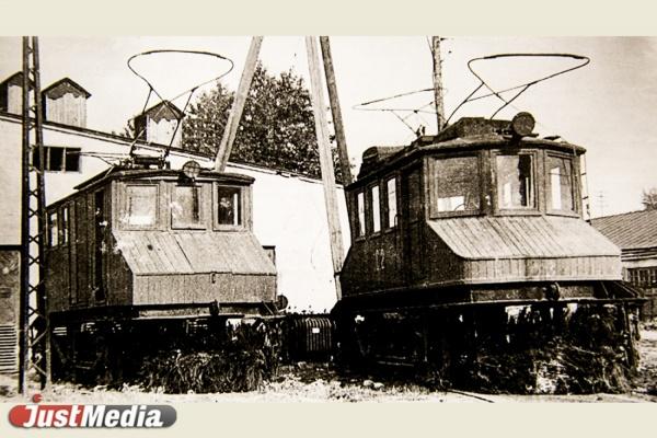 Первые снегоочистители, изготавливались в вагоноремонтных мастерских.