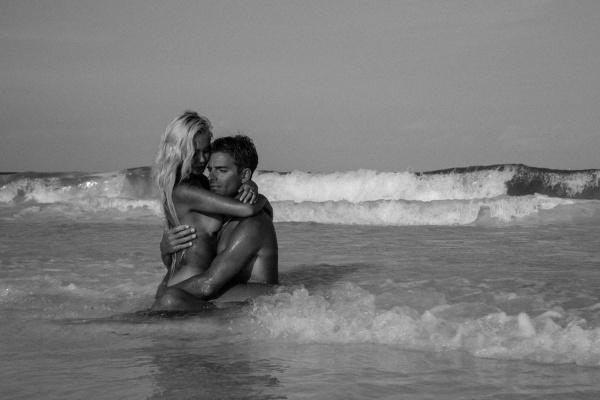 «Он заманил меня домиком в горах в 15 минутах езды от моря. Что может быть романтичней?». Екатеринбурженка — о свадьбе с французом. СПЕЦПРОЕКТ