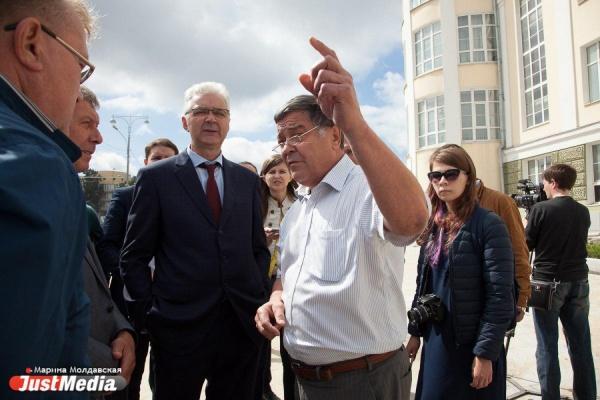 «Отвратительную развязку сделали»! Во время обхода объектов рядом с «Екатеринбург-Ареной» Якоб наткнулся на неожиданную критику. ФОТО