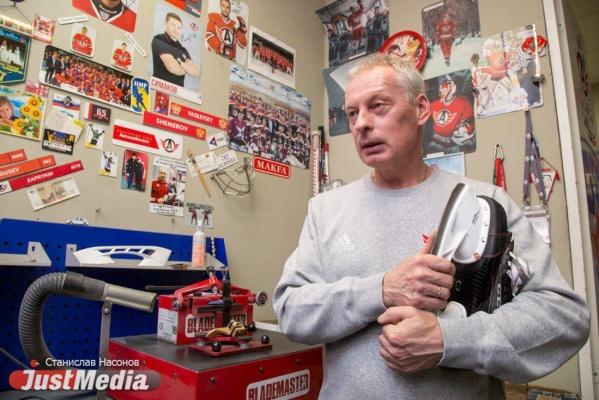 «Никита Трямкин за сезон сломал 124 клюшки». Сервисмены «Автомобилиста» о краже на миллион, «фартовых майках» и «капризах» игроков. ИНТЕРВЬЮ