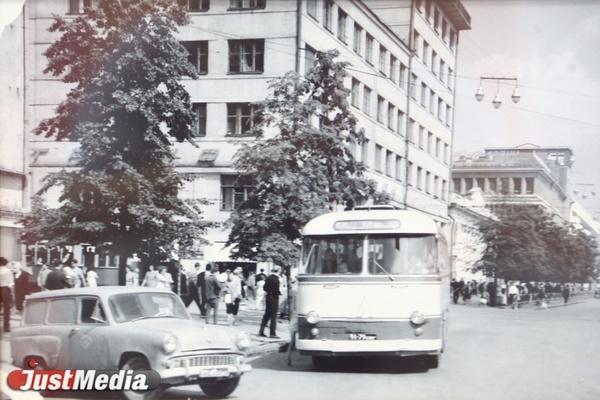 Десять машин на весь город. О перезагрузке свердловского автобуса после войны в СПЕЦПРОЕКТе «Е-транспорт»