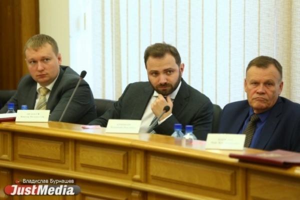 Владимир Смирнов на фото крайний слева.