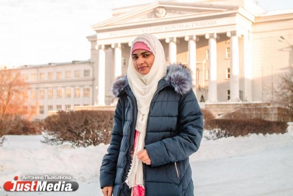 «Когда рядом нет русскоговорящих друзей, я общаюсь с прохожими жестами». Ученая из Пакистана о сшитой мамой одежде, кулинарных успехах и брачном договоре. СПЕЦПРОЕКТ