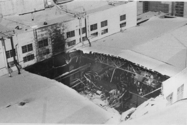 «Люди прыгали из окон: кто на провода попадал, кто куда. Средств эвакуации тогда не было». Вспоминаем истории крупных свердловских пожаров. СПЕЦПРОЕКТ