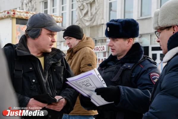 «В очередь по одному в затылок». В сбор подписей для Путина против сноса телебашни вмешалась полиция