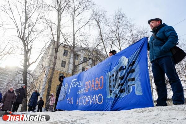 «Трагическая история - это тоже хорошо». Защитники екатеринбургской телебашни вышли на митинг